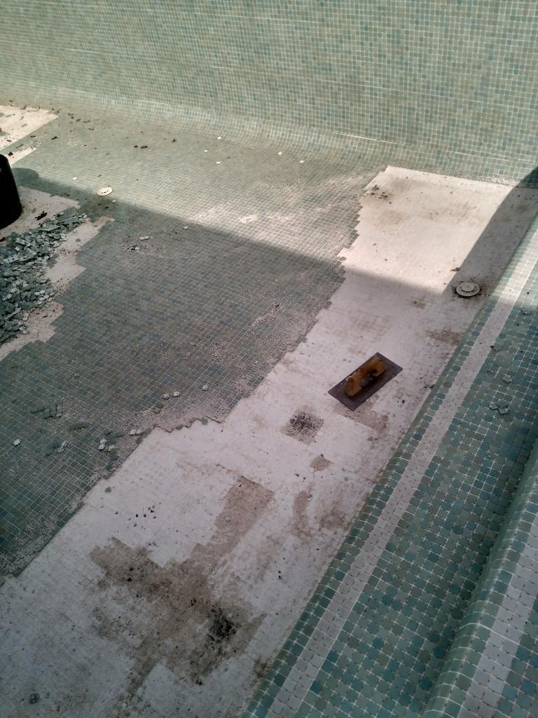 Piscinas el melenas gresite para piscinas en granada for Piscina 02 granada